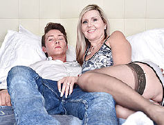 Super fucking hot steamy mother tugging in her living apartment